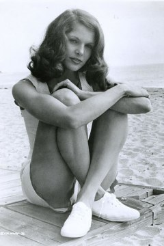 Lois Chiles.