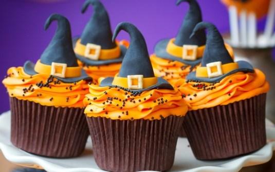 Cupcakes para Halloween con sombreros de bruja