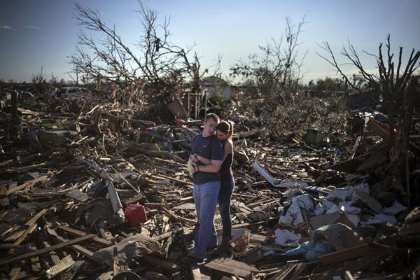 Las Imágenes más Sobrecogedoras de 2013 - Escombros tras el tornado que sufrió Oklahoma.