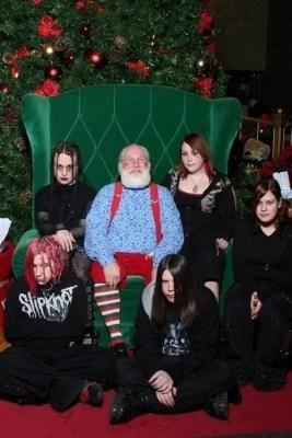 18 Felicitaciones de Navidad Creativas y Divertidas - Felicitaciones de familia gótica