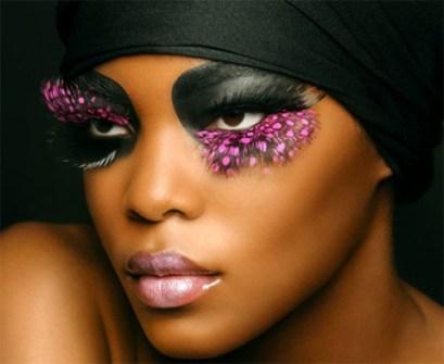 Maquillaje de Fiesta en Navidad - Pestañas postizas con plumas