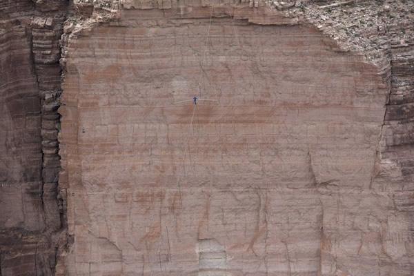 Las Imágenes más Sobrecogedoras de 2013 - Nik Wallenda sobre el Río Colorado en Arizona, EE.UU.