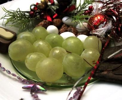 ¿Qué se puede hacer durante las Campanadas? - Tomar las 12 uvas de toda la vida
