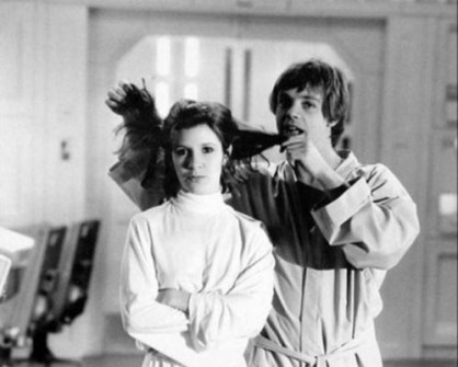 Fotos inéditas de Star Wars - Luke bromeando con la Princesa Leia