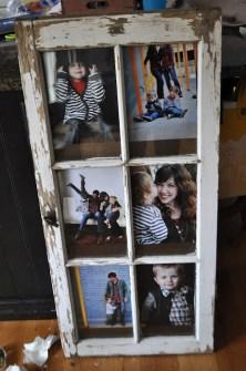 15 Creaciones propias para tus Paredes - Usa una antigua puerta de madera como marco de fotos