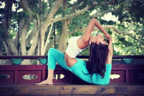 Los 5 Deportes de Moda para Chicas - Yoga