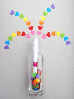 Detalles Geniales para San Valentín - Mensaje en una botella con corazones de cartulina