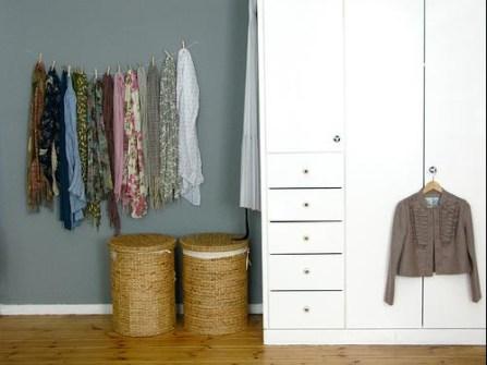 Trucos para Organizar Fácil tus Cosas - Una cuerda para tus pañuelos que decorará la habitación
