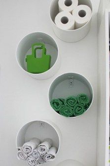 Trucos para Organizar Fácil tus Cosas - Tubos de PVC para las toallas de baño.
