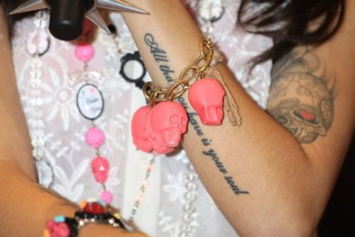 Tatuajes con frases en el antebrazo