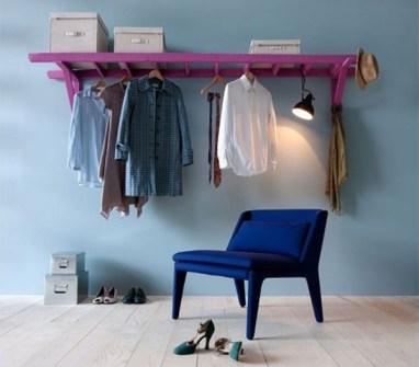 Trucos para Organizar Fácil tus Cosas - Colgar una escalera en horizontal como colgador vintage