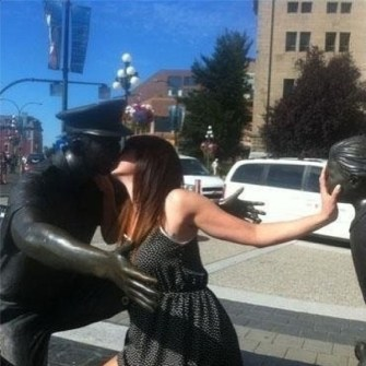 Fotos con Estatuas para Echarte unas Risas.