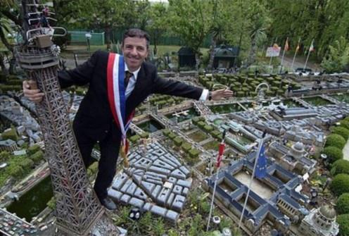Los Mejores Patios Traseros - Mini Réplica de París