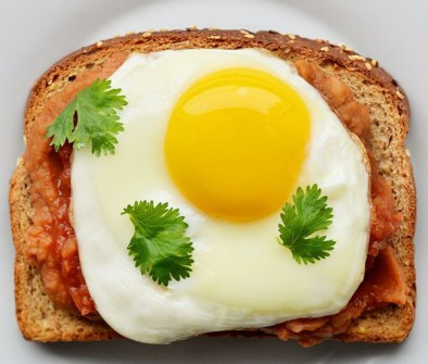 Puré de Habas + Cilantro + Huevo Frito