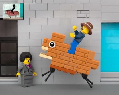 Fusión de Banksy y LEGO - Brickboy