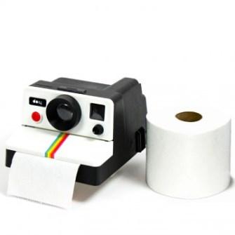 21 Gadgets Frikis que querrás para ti - Dispensadord de papel higienico Polaroid