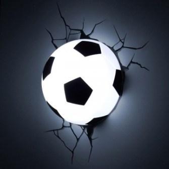 21 Gadgets Frikis que querrás para ti - Lámpara ambiental balón de fútbol
