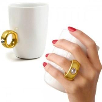 21 Gadgets Frikis que querrás para ti - Taza anillo con diamante
