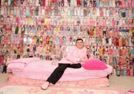 Cómo vive un fanático de las Barbies.