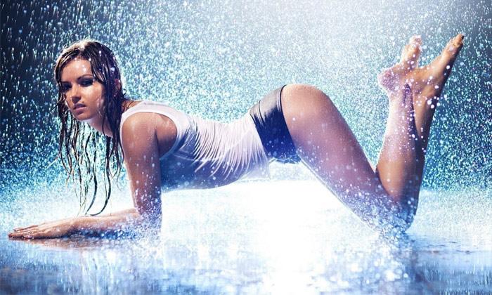 Chicas mojadas y pasadas por agua