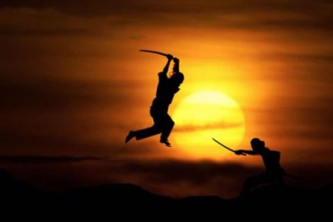 Silueta Lucha entre samurais.