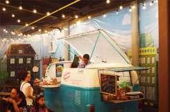 """""""La pura Frescura"""", un food truck que ofrece una alternativa a los comensales de Plaza Kalú. / Fotografía: Revista Win"""