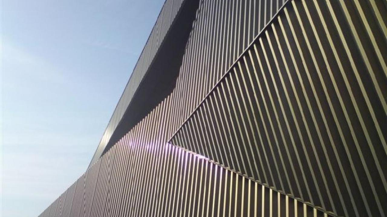 How the experts model metal sheet cladding - revitIQ