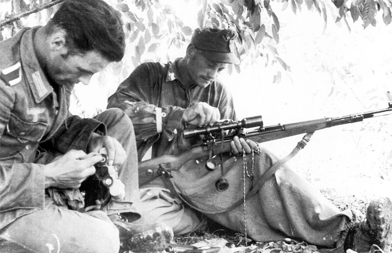 O franco-atirador alemão Josef Allerberger com 257 mortes junto com seu observador
