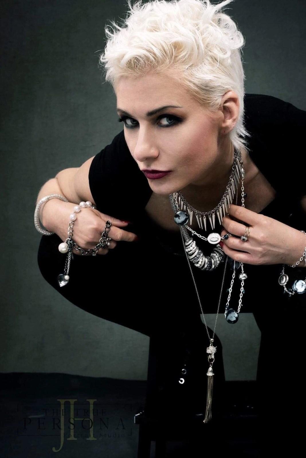 Model Emma - Mansell