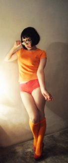 velma_cosplay_by_cherrysteam-d5qc27f