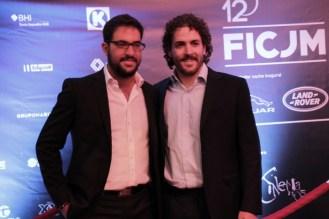 Saúl Masri 1er lugar del Concurso de Cortos de FICJM acompañado de su productor Enrique Ramírez.
