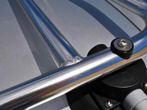 alfa romeo spider luggage rack close