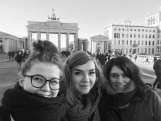 Travelguide Berlin: Tourifoto vor dem Brandenburger Tor