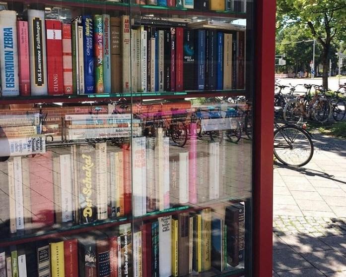 München und Literatur: Tipps für Münchner Literaturliebhaber - Bücherschrank am Partnachplatz