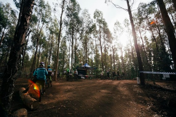 It has to be said the crew team from WA Gravity Enduro do a brilliant job when they host a race. Everything out here this weekend is super well organized and running smoothly. A local cafe has come out and set up is serving awesome hot food.