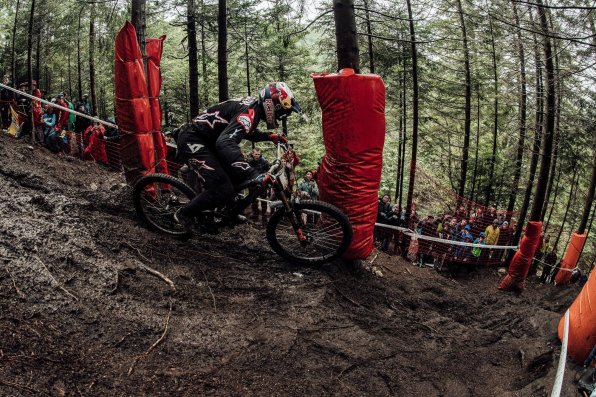 la-bresse-dh-world-cup-2018-finals-aaron-gwin