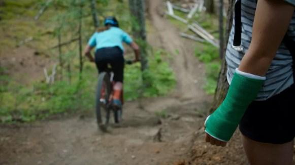 Female Mountain Bikers Explore the Romance of the Crash 1