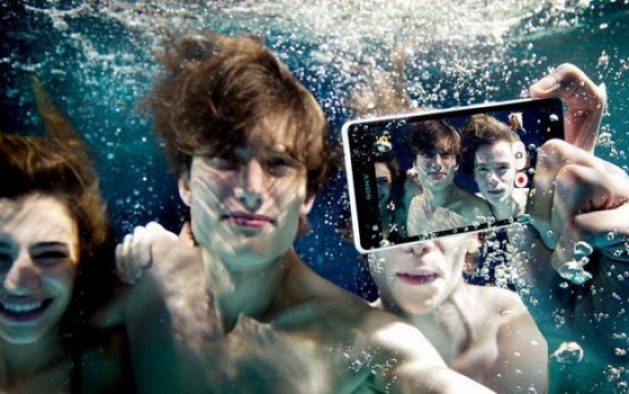 Sony-Xperia-ZR-shoot-under-water