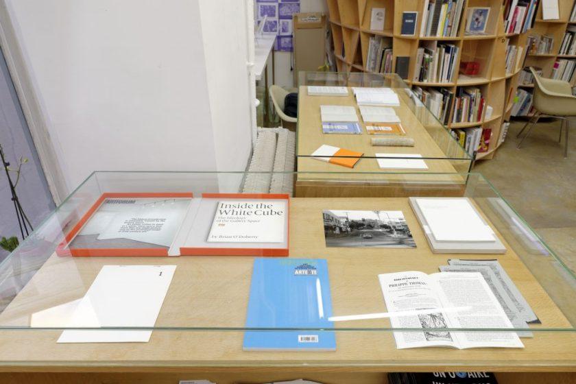 Fig. 4 : La quatrième classe, exp., Paris, Galerie Florence Loewy, 2013 ; commissariat : Jérôme Dupeyrat, Florence Loewy… by artists © Aurélien Mole