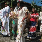 For the festival the eight Kings and Queens of Corn, elected from each of the municipality´s zones,  dress in elaborate outfits decorated with corn.
