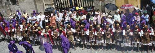 Semana Santa (photo: Leonel Mijangos/enantigua.com)