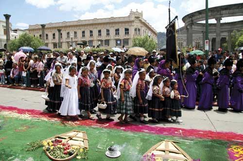 Procesión Catedral, Quetzaltenango 2008 (photo: Harry Díaz/www.flickr.com/harrydiaz)