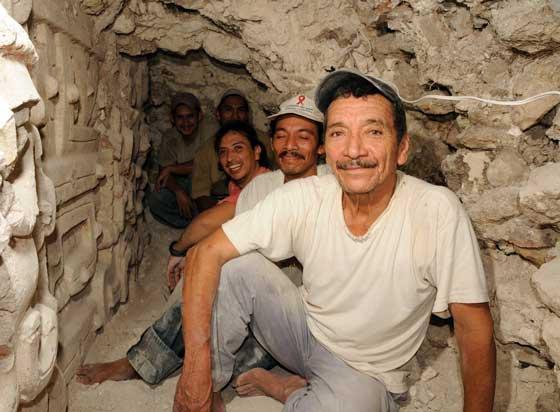 Front to back: Don Humberto «El Diablo» Amador, followed by his son Jenry, Lic. Edwin Román and Eliceo and Donis Alvarado. El Diablo, El Zotz, Petén.