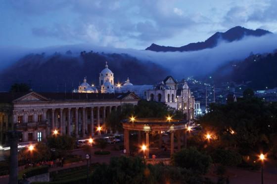 Quetzaltenango central park by Harry Díaz