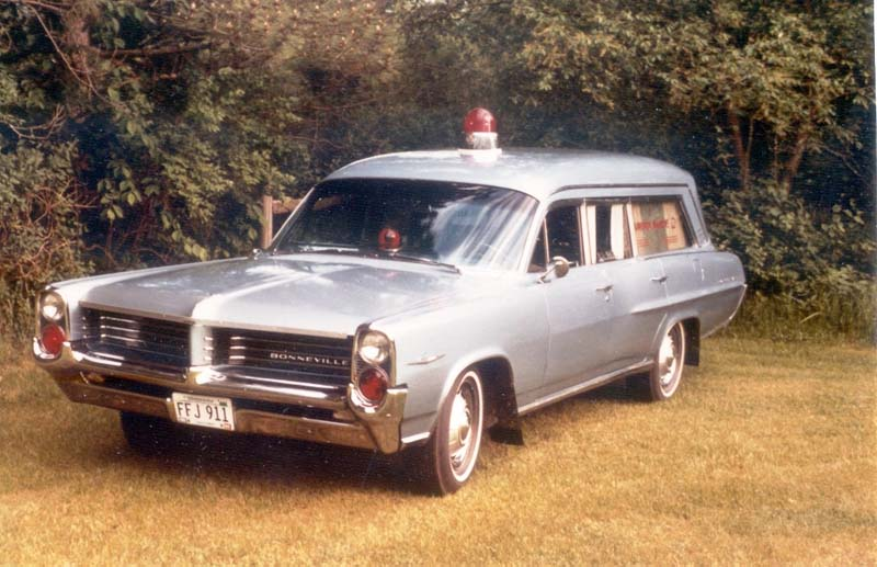 ambulance-pontiac-superior-1964.jpg