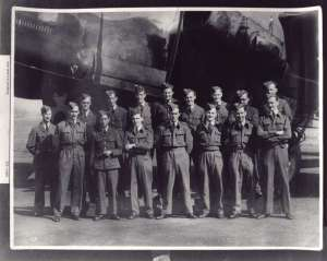 Leonard Cheshire with his squadron in front of an airplane