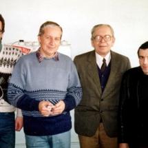 В. Гончаров, Є. Смирнов, Л. Обозненко, Л. Ільченко, лабораторія акустоелектроніки, 1998 р.