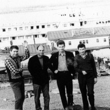 Ю. Нечипорук, В. Талалаєвький В. Тронько, на Всесоюзній конференціїї по магнетизму (круїз на пароплаві по р. Єнісей), 1970 р.