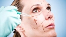 plastic surgeon-facelift