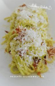 Spaghetti mit Avocado ala Carbonara